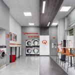 Gli italiani e il grande business della lavanderia self service
