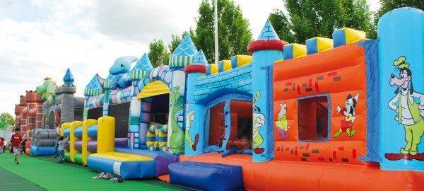 Come realizzare un parco giochi gonfiabili per bambini for Giochi per bambini di un anno