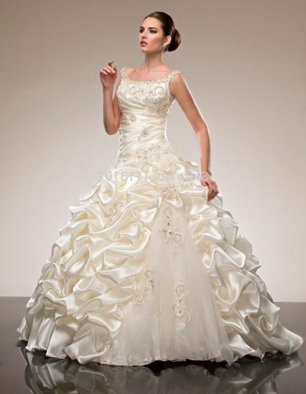 a2bf77ea0c38 ... percorso che porta alla scelta dell abito da sposa. Vediamo prima gli  elementi fondamentali di un abito  modello