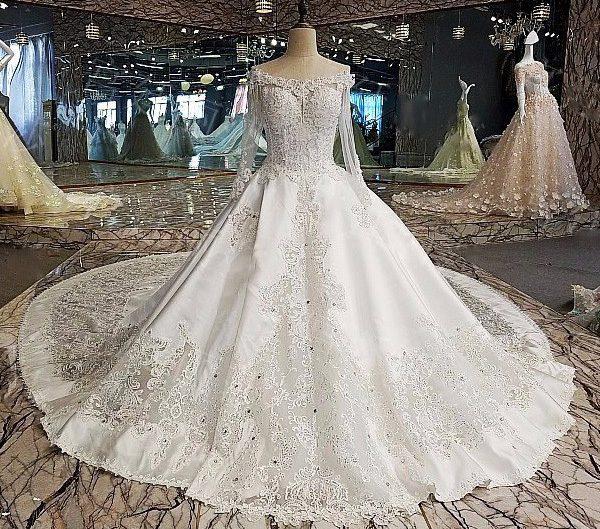13c34af7d3df Gli elementi dell abito da sposa. Anche se nei matrimoni di ...
