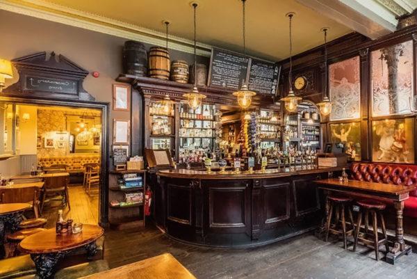 Come arredare un Pub